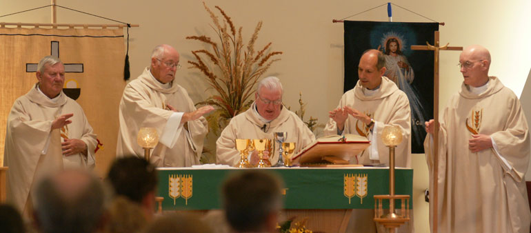 Current bishop of Saskatoon, Sask. concelbrates Mass with ...